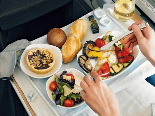 Thức ăn trên máy bay