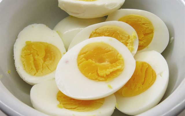 Luộc trứng trong lò vi sóng mà không bị nổ