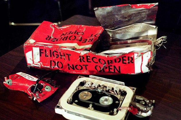 """""""Mổ"""" hộp đen tìm thấy sau tai nạn máy bay"""