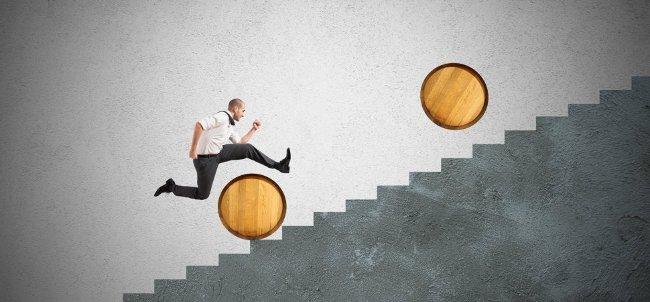 Đặt ra những mục tiêu không thực tế và không thể đạt được