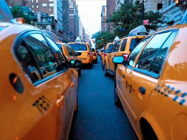 Travis Kalanick đã có cuộc tranh cãi với lái xe taxi và nhảy ra khỏi xe trong khi xe đang di chuyển