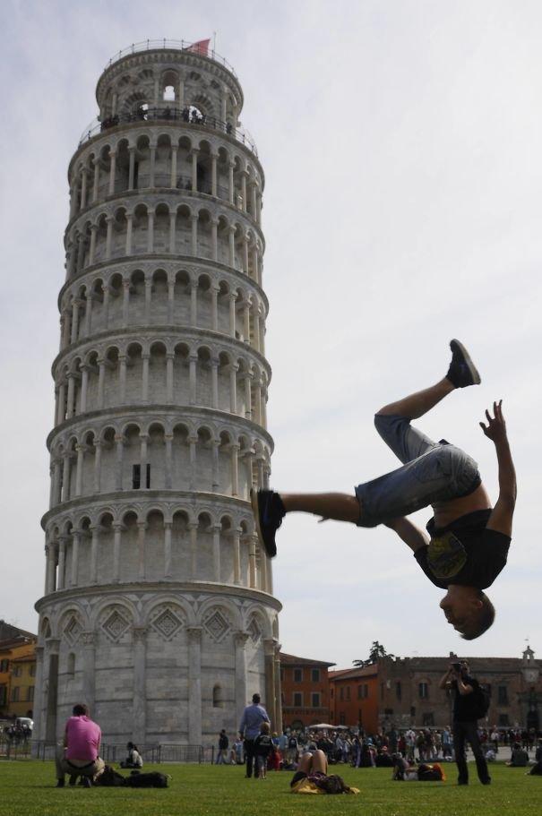 Leo xuống dễ cứ như không, đúng là tháp nghiêng rồi có khác