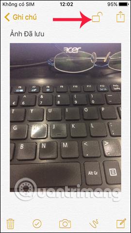 Nhấn chọn biểu tượng ổ khóa