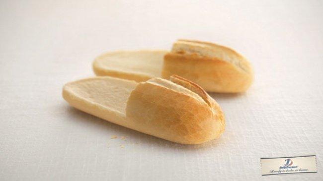 """Bánh mỳ mềm mại như """"đôi dép"""""""