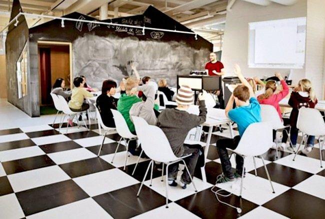 Không có những phòng học truyền thống đầy đủ bàn ghế - chỉ có những không gian học rộng rãi