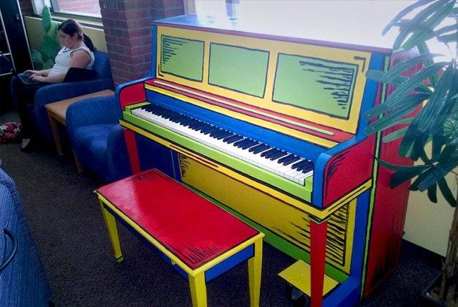 Âm thanh và hình ảnh về đời sống học sinh sẽ trở nên sáng sủa hơn với chiếc đàn piano này