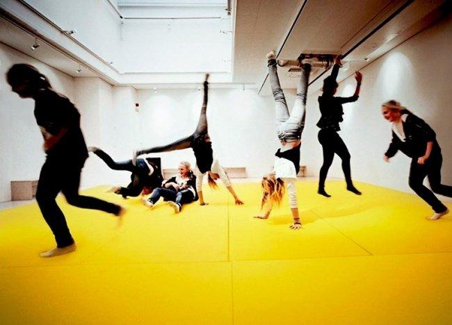 Phòng học với bạt nhún dành cho trẻ hiếu động
