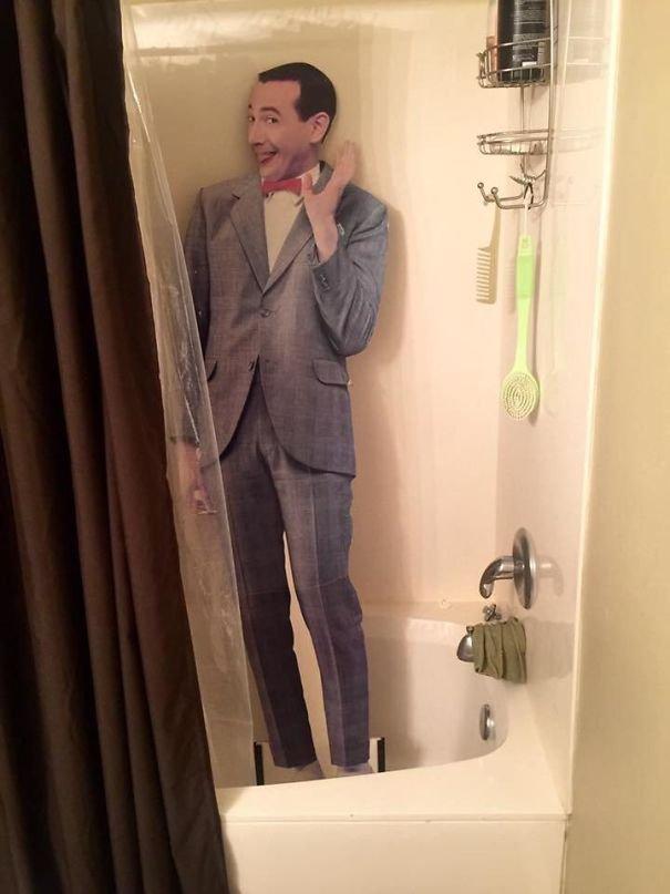 Đi tắm cũng phải có lễ tân chào đón mới lịch sự cơ