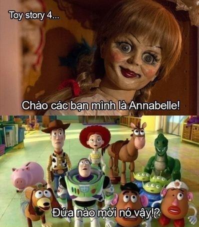 Chắc những đồ chơi khác chẳng ai dám chơi cùng Annabelle