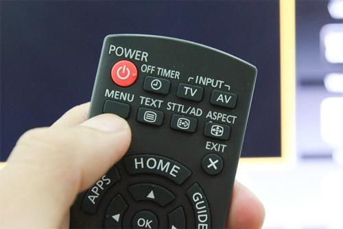 Nhấn vào nút Menu trên tivi Panasonic