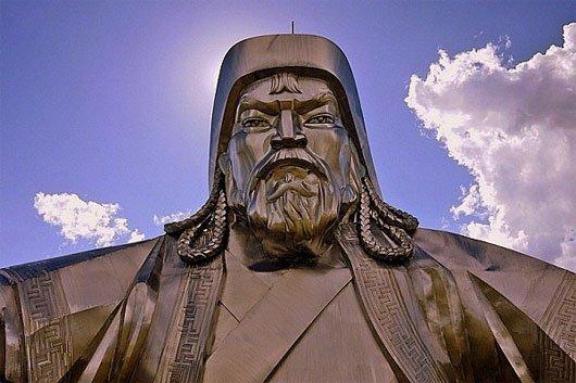 Thành Cát Tư Hãn chính là người hợp nhất các bộ lạc độc lập ở vùng Đông Bắc châu Á và sáng lập ra Đế quốc Mông Cổ năm 1206