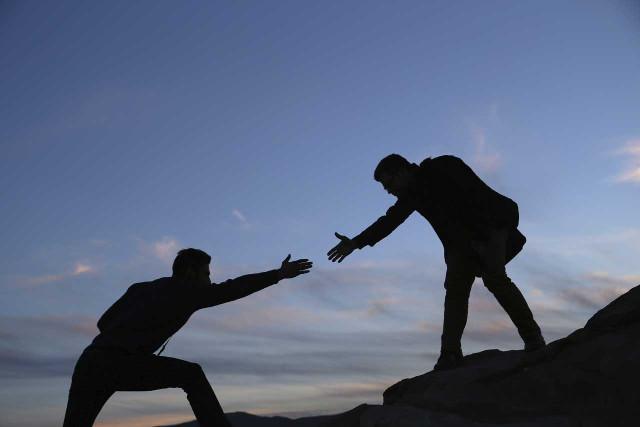 Người trao đổi kiến thức với người khác