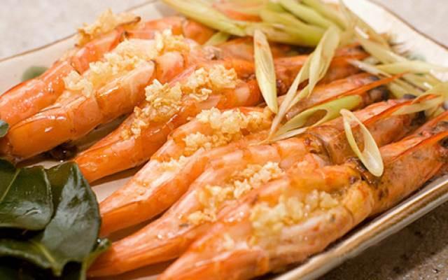 Sea shrimp steamed with lemongrass