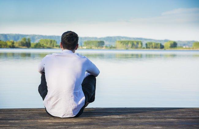 Điều gì khiến chúng ta có cảm giác cô đơn?