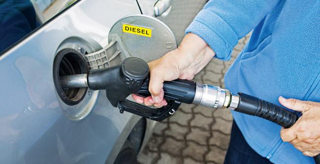 Điều gì xảy ra khi đổ nhầm nhiên liệu cho xe? - Quantrimang.com
