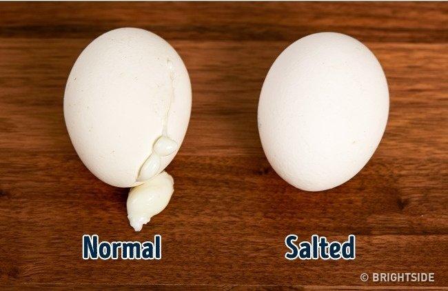Trứng sẽ không bị nứt khi đun sôi nếu bạn luộc chúng trong nước muối.
