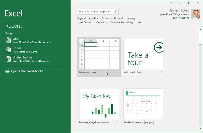 Từ màn hình Start Screen của Excel, hãy tìm và chọn bảng tính trống để truy cập vào giao diện Excel.