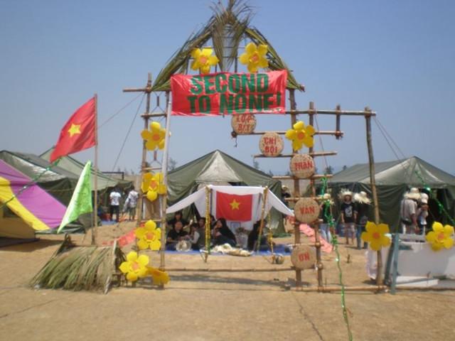 Mẫu trại chào đón Tết