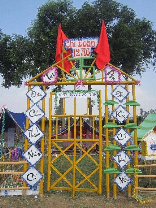 Mẫu cổng trại có cánh của cổng