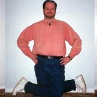 Chuyện lạ: Người đàn ông có thể xoay ngược chân 180 độ