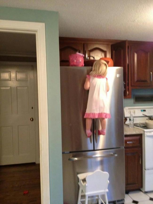 Bạn nhỏ 3 tuổi của tôi thực sự muốn ăn kẹo và cô ấy đã làm được