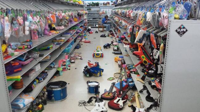 Tôi tự hỏi liệu nhân viên bộ phận đồ chơi có được trợ cấp khó khăn hay không?