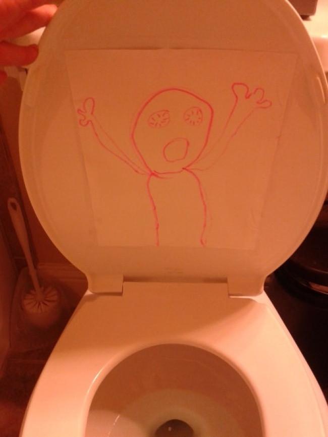 Đứa con trai 6 tuổi của tôi liên tục hỏi tôi có muốn đi vệ sinh không? - Và giờ tôi đã hiểu lý do tại sao