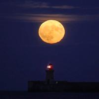 Cùng chiêm ngưỡng hình ảnh siêu Mặt Trăng tuyệt đẹp trên bầu trời Việt Nam và thế giới