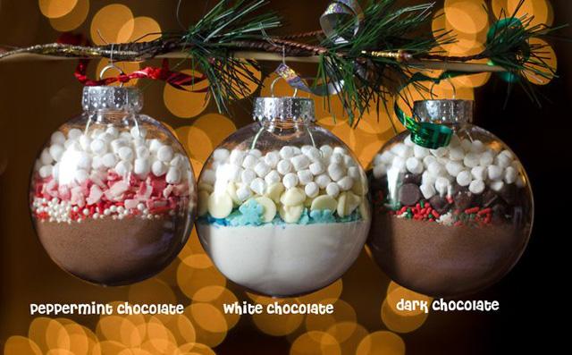 Cách làm quả cầu Giáng sinh sô-cô-la đơn giản để tặng người ấy