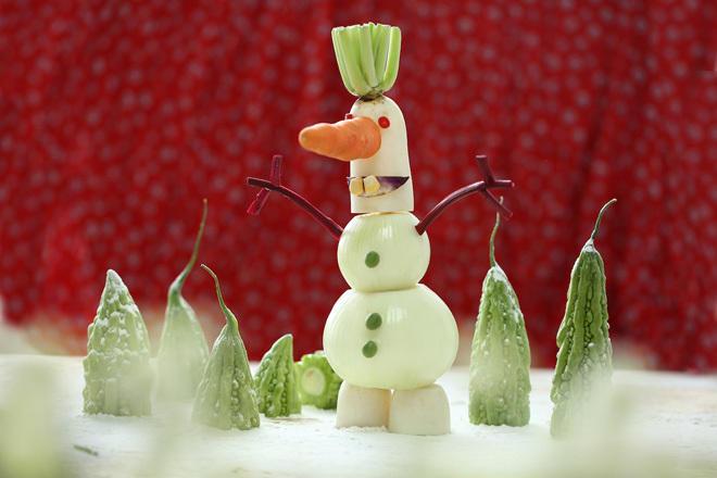 Người tuyết từ các loại rau củ quả