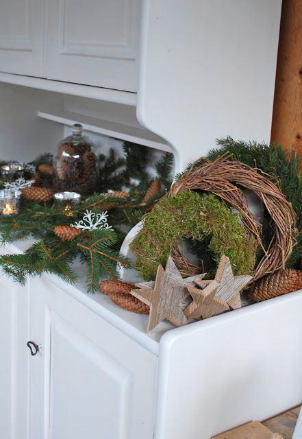 """Trang trí bàn trà ngày Giáng sinh """"cực đẹp"""" với lá thông và quả thông/photos/image/2017/12/08/trang-tri-nha-ngay-giang-sinh-voi-la-thong-va-qua-thong4.jpg"""