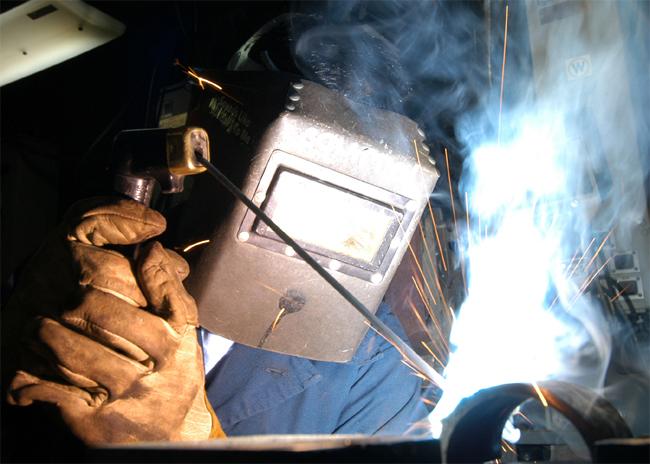 Máy hàn giúp gắn kết các kim loại và hợp kim với nhau hiệu quả.