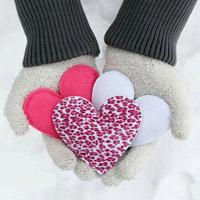 Trổ tài tự may túi sưởi mùa đông hình trái tim ấm áp