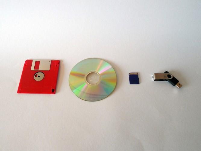 Thiết bị cần có để tạo live CD Linux