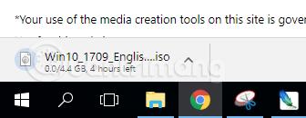 Chờ quá trình tải Windows 10 hoàn tất