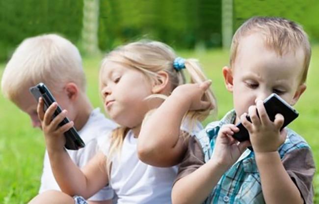 An toàn hơn khi đưa điện thoại cho trẻ nhỏ sử dụng