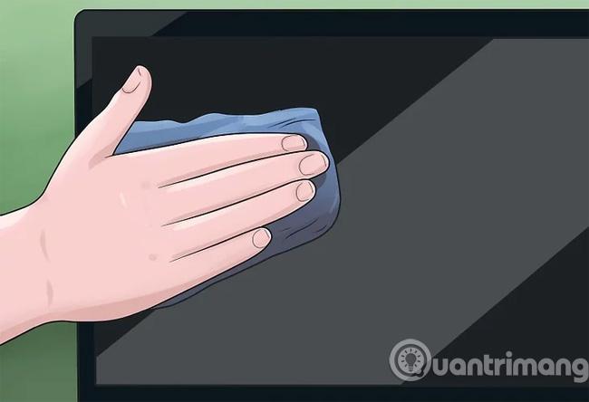 Lau viền ngoài laptop bằng dung dịch vệ sinh dịu nhẹ