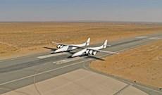 Stratolaunch, máy bay đôi lớn nhất thế giới vừa hoàn thành bài kiểm tra tốc độ trên đường băng
