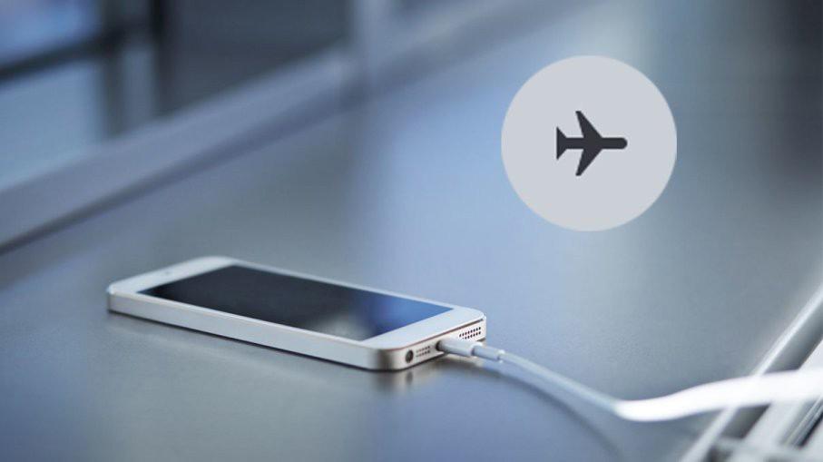 Sạc pin điện thoại ở chế độ máy bay