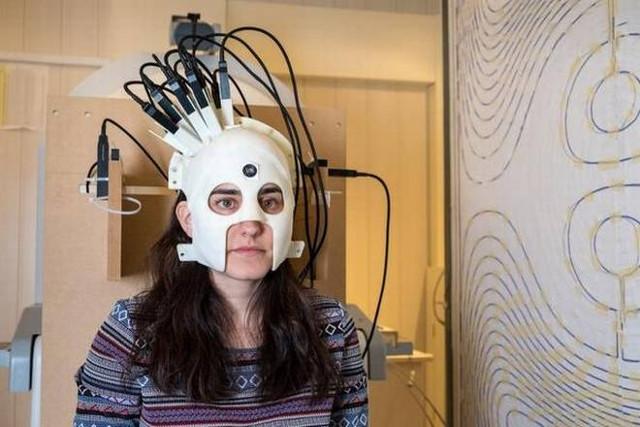 Các nhà khoa học phát triển máy quét não giống như mũ bảo hiểm