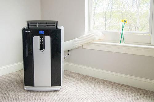 Máy lạnh mini có kích thước nhỏ gọn, khả năng di chuyển linh hoạt.