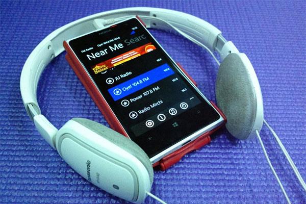 Cắm tai nghe mới nghe được đài FM trên điện thoại