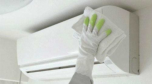 Làm sạch vỏ máy điều hòa