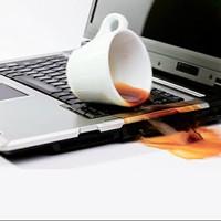 """Làm thế nào để """"cứu"""" laptop khi bị nước vào?"""