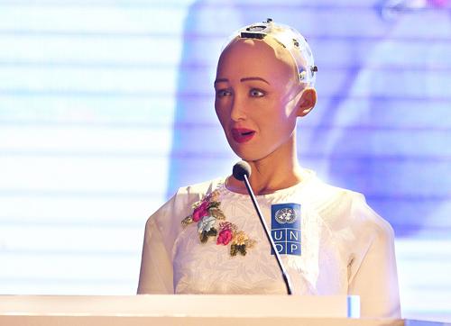 Robot đầu tiên được cấp quyền công dân trên thế giới Sophia
