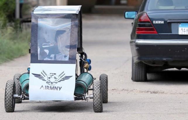 Chiếc xe chạy bằng không khí vận hành thử trên đường
