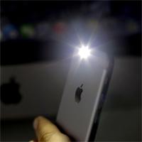 Cách bật đèn pin bằng phím nguồn trên iPhone