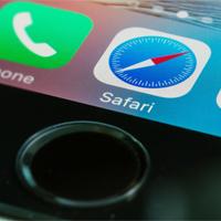 Cách chỉnh giao diện Safari nền tối trên iPhone