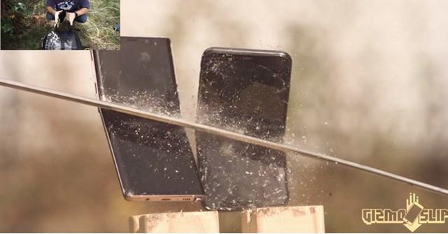 Dùng kiếm Nhật chém Galaxy Note9 và iPhone Xs Max, chiếc gần như vỡ vụn, chiếc vỡ đôi màn hình máy còn nguyên vẹn