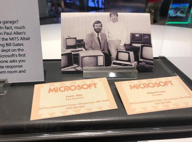 Microsoft từng cung cấp hệ điều hành chạy trên đĩa (DOS) cho dòng máy tính IBM PC